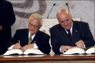 Athens, 16 April 2003 Ceremony of signature of the accession of the new member states to the EU. Edward Fenech Adarni, Prime Minister of Malta (left) and Joe Borg, Minister for Foreign Affairs Jan Van de Vel©CE-EC